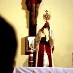 błogosławieństwo relikwiarzem Krwi Chrystusa