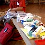 zestaw potrzebnych lekarstw i opatrunków